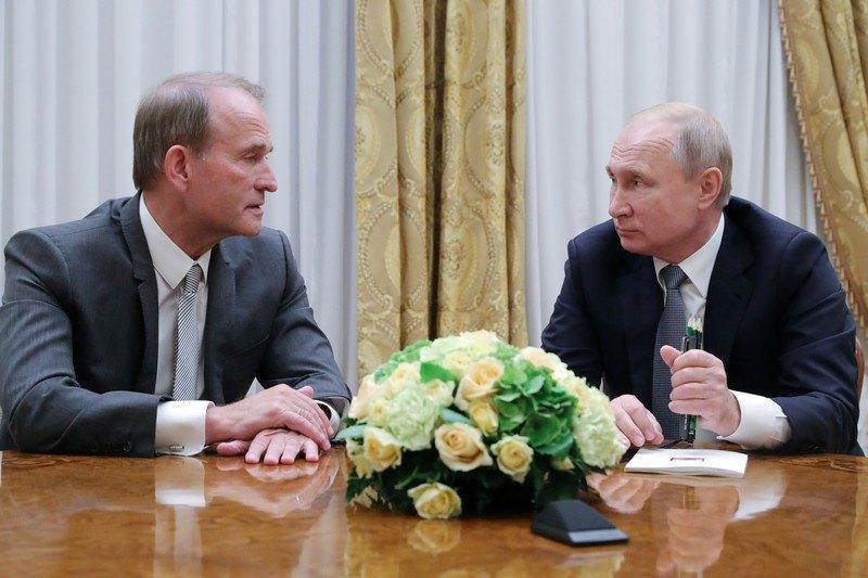 Владимир Путин и Виктор Медведчук во время встречи в Санкт-Петербурге, 18 июля 2019.