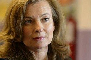 Жена Олланда останется работать журналистом