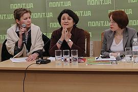Восьмое марта: демократию убивают женщины