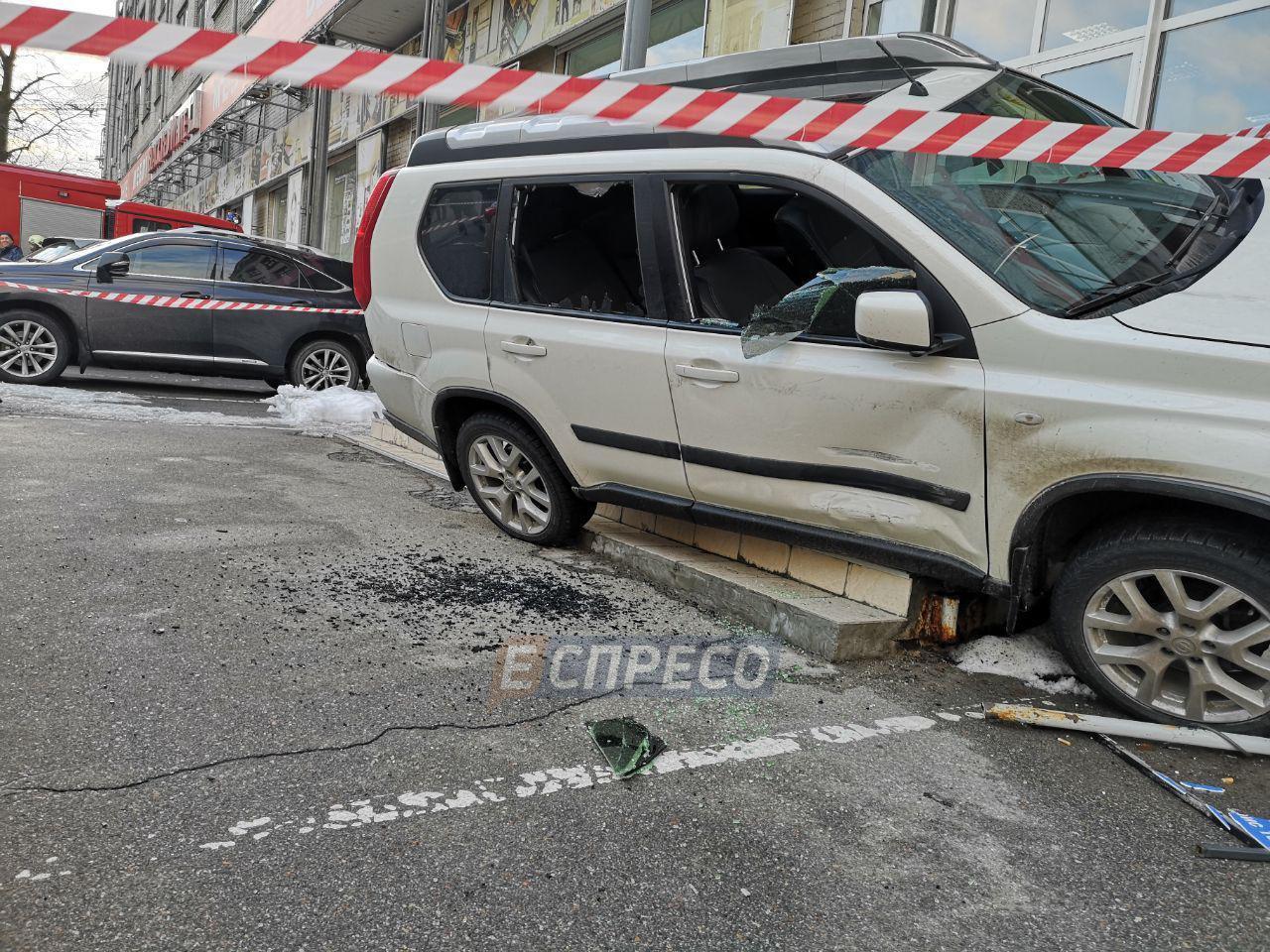 Невідомі розстріляли автомобіль у Києві
