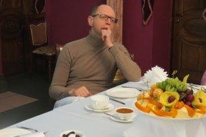 Яценюк после митинга в Виннице отвел журналистов на чай в ресторан