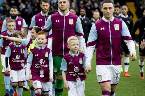В английском футболе разгорается скандал: стало известно, сколько родители платят за выход их детей на поле с игроками АПЛ
