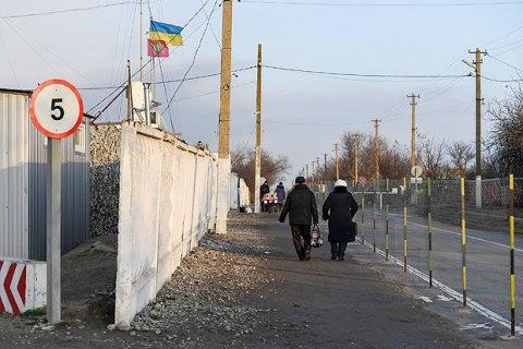 """Бойовики з танків стріляли біля КПВВ """"Гнутове"""""""