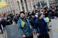 Майдан ограждают металлическими щитами