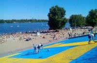 Оболонську набережну в Києві розмалювали в кольори прапора кримських татар