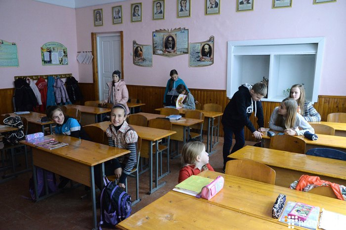 Школа з румунською мовою навчання, село Тернавка, Чернівецької області.