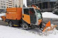 В Киеве на уборку снега выехали 527 единиц техники