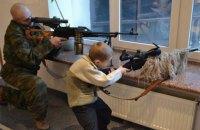 """Боевики на Донбассе учат детей обращаться с оружием в """"патриотических"""" лагерях"""