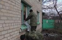 При артобстреле боевиками Новолуганского повреждены более 100 зданий