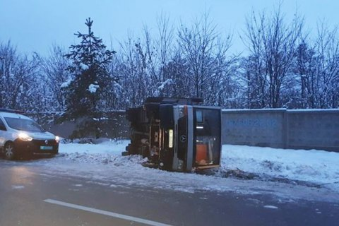 На некоторых дорогах в Запорожской области ограничено движение грузовиков
