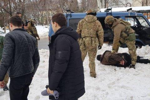 СБУ задержала с поличным мужчину, подозреваемого в подготовке терактов во время выборов
