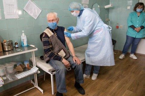 В Україні за добу від ковіду повністю вакцинувалися 26 382 людини