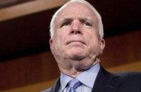 Маккейн написал письмо Трампу с требованием дать Украине летальное оружие