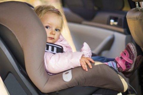 Зеленський підписав закон про відповідальність за перевезення дітей без автокрісла
