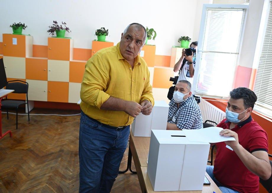 Бойко Борисов голосує на виборах