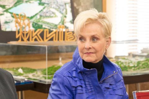 Вдова сенатора США Маккейна прибула в Україну в ролі спостерігача на виборах