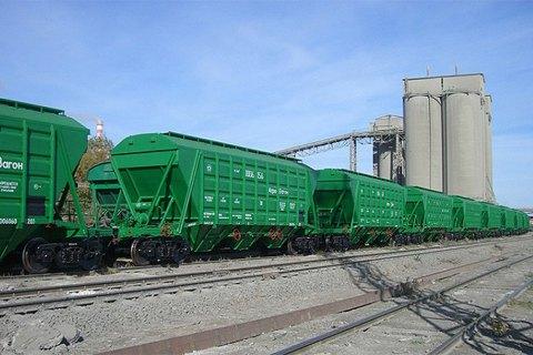 Почти 800 гривен на тонне зерновых теряют аграрии из-за коллапса на железной дороге, – Козаченко