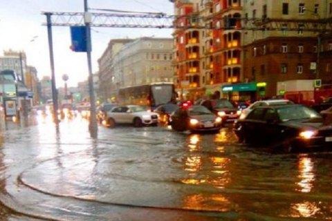 """Собянін пояснив затоплення вулиць Москви """"тропічними зливами"""""""