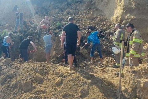 На Одещині стався зсув ґрунту на березі моря, рятувальники шукають можливих постраждалих