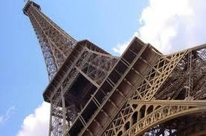 Самогубця стрибнув з Ейфелевої вежі