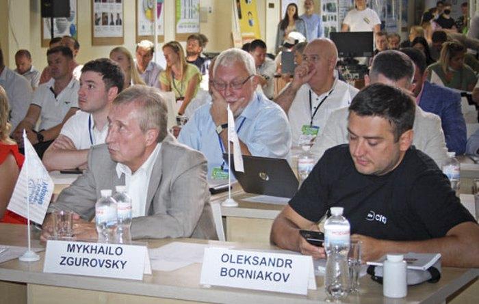 Ректор НТТУ КПІ Михайло Згуровський ( зліва) під час фестивалю Sikorsky Challenge 2021