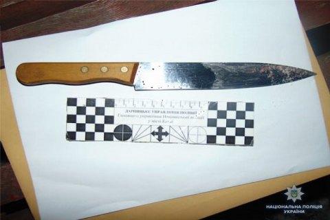 В Киеве на Дарнице мужчина ранил ножом охранника ТЦ