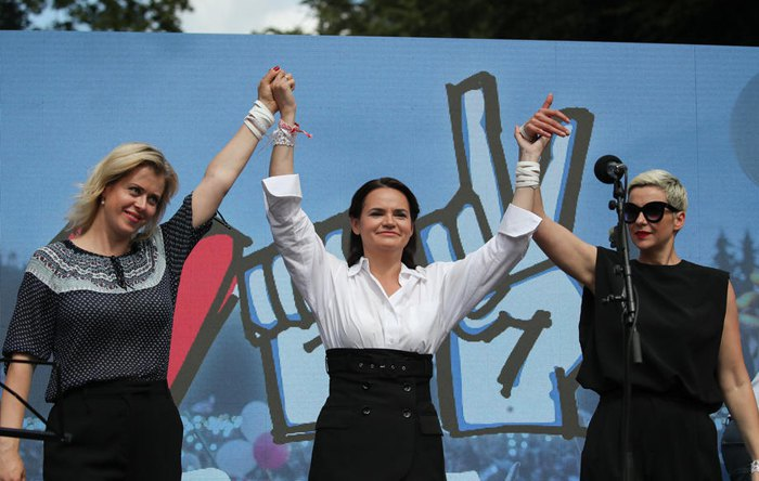 Слева-направо: Вероника Цепкало, Светлана Тихановская и Мария Колесникова на предвыборном митинге в Барановичах, 02 августа 2020 г.