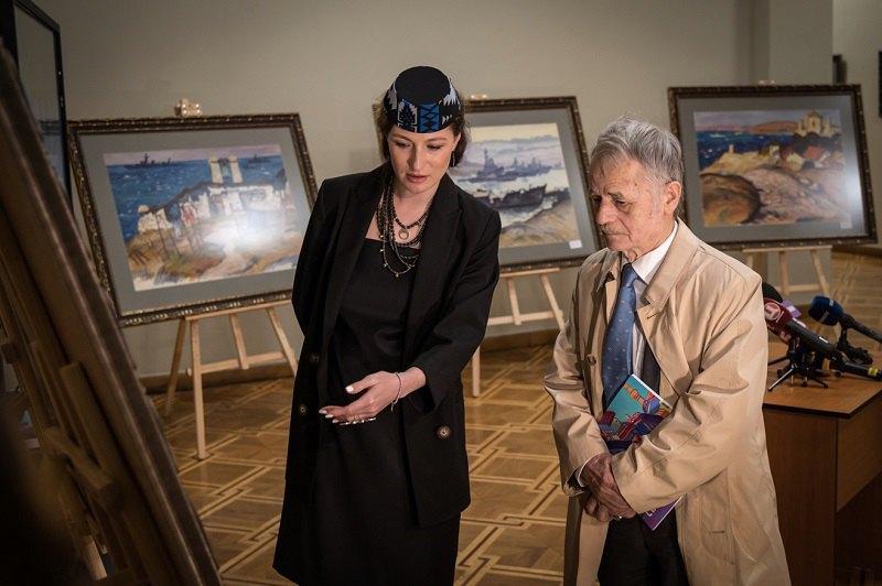 Первый заместитель министра иностранных дел Эмине Джапарова и лидер крымскотатарского народа Мустафа Джемилев