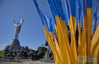 Установку гигантского флага в Киеве оплатит фонд, связанный с Кличко