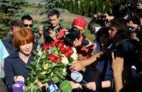 Янукович журналистов проигнорировал, торт от Чепак остался не тронутым