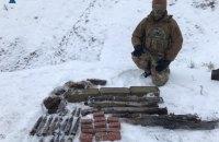 На Луганщине СБУ обнаружила тайник со взрывчаткой и артиллерийскими снарядами