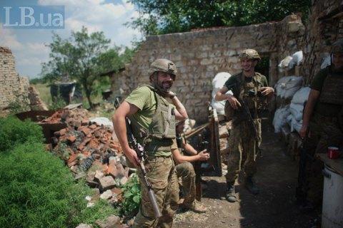 В ходе 12-ти обстрелов в зоне ООС ранен один военный