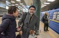"""Композитора, написавшего музыку для """"Шерлока"""", """"засекли"""" в киевском метро"""