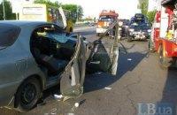 ДТП в Киеве: Daewoo, в котором было двое маленьких детей, врезался в грузовик