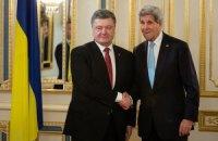 """Порошенко обговорив з Керрі підсумки саміту """"Східного партнерства"""""""