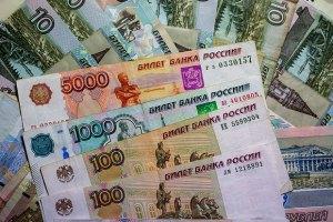 Рубль  знову впав на тлі зниження S&P рейтингу Росії