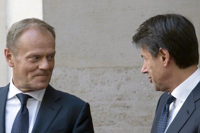 Премьер-министр Италии Джузеппе Конте (справа) принимает президента Европейского совета Дональда Туска во дворце в Риме, Италия, 10 сентября 2018.