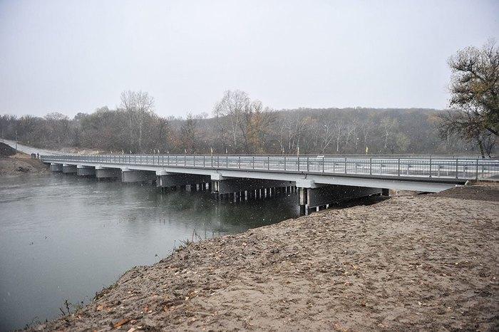 Міст через р. Сіверський Донець у Луганській області.