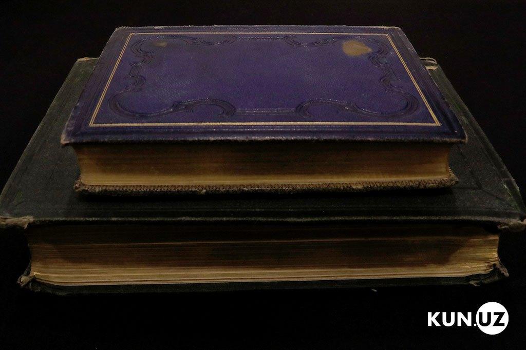 Старинные книги XVIII- XIX веков из Российского императорского дворца, отделанные золотом