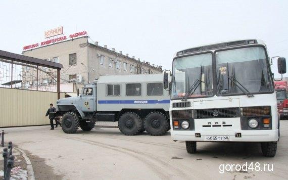 """Фабрику """"Рошена"""" в Липецке заблокировала полиция."""