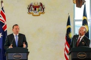 """Малайзия назвала """"убедительными"""" данные расследования о причинах крушении Boeing-777"""