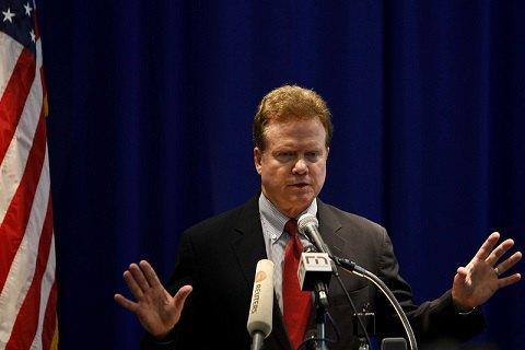 Екс-сенатор від штату Вірджинія вирішив балотуватися на посаду президента США