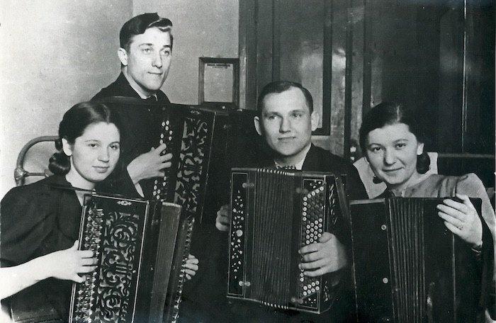 Единственное довоенное фото квартета Николая Ризоля. 1940