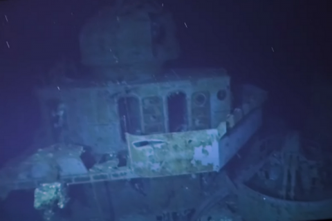 Исследователи добрались до самого глубокого затонувшего корабля в истории