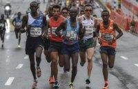 Лидировавшего в полумарафоне кенийского бегуна на финише сбил автомобиль