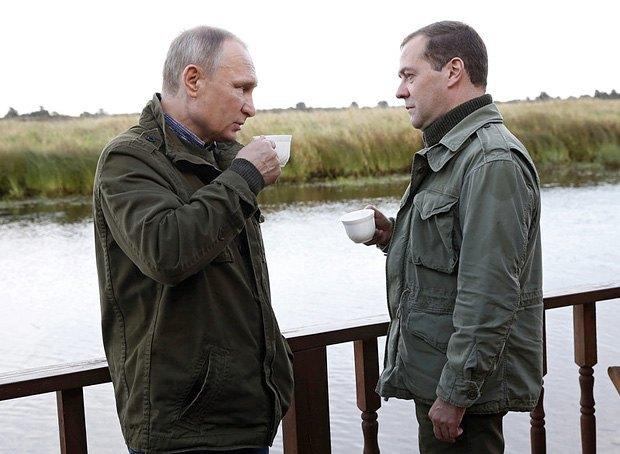 Путин и Медведев во время визита в Новгородскую обл, 10 сентября 2016 года