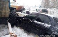 Трактор с песком протаранил восемь автомобилей в Изюме