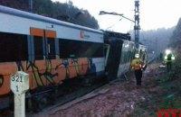 У Каталонії поїзд зійшов з рейок, є загиблий