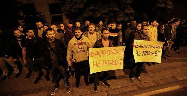 Антиукраинский митинг под посольством Украины в Москве