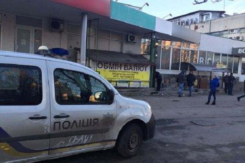 В Киеве мошенник за 15 минут открыл фальшивый обменник и чуть не украл $45 тыс.